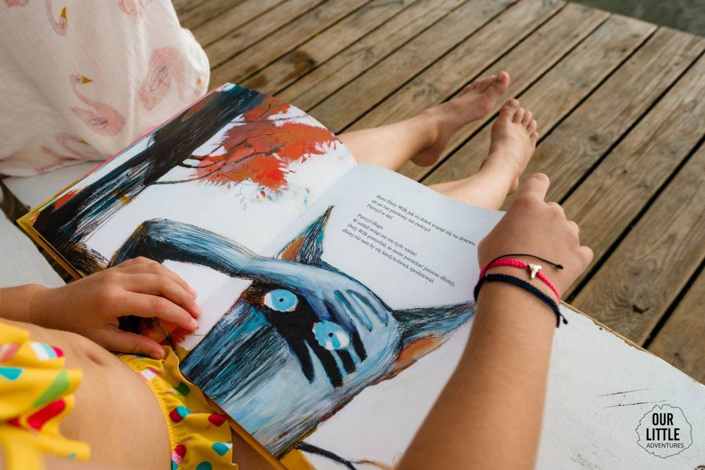 Co czytać w wakacje? Nasze ulubione książki dla dzieci na lato - Mały wilk i duży wilk- Our Little Adventures