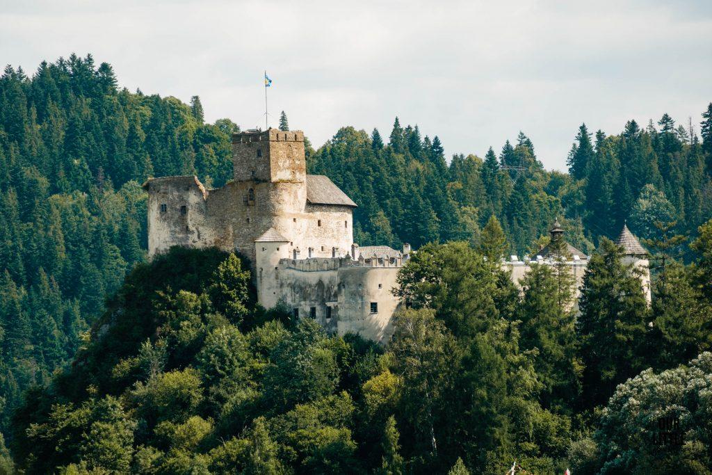 zamek w niedzicy podczas przeprawy promowej na Velo Czorsztyn