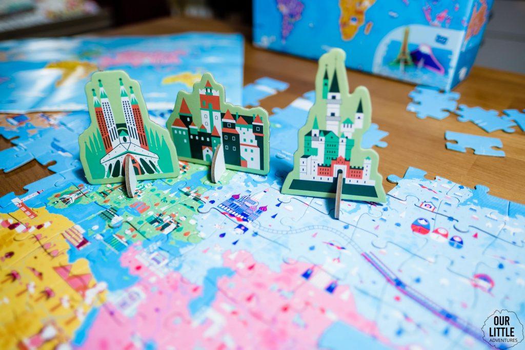 Puzzle trójwymiarowe Cuda Świata leżą na stole,  zdjęcie autorstwa OurLittleAdventures.pl